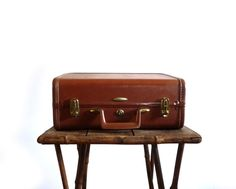 Sardis Luggage Taperlite overnight suitcase from reconstitutions.etsy.com, $48.50 #vintage #luggage