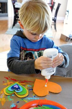 Little Bit Funky: 40 ideas Num 16 - Cardboard Art! Crafts For Kids To Make, Projects For Kids, Art For Kids, Heart Projects, Cardboard Art, School Daze, Heart Art, Valentine Crafts, Arts And Crafts