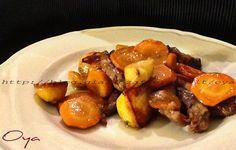 Straccetti di carne al forno con patate e carote, ricetta saporita