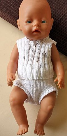 Foto af undertøj til BabyBorn Knitting Dolls Clothes, Knitted Dolls, Doll Dress Patterns, Clothing Patterns, Girl Dolls, Baby Dolls, Baby Born Clothes, Baby Barn, Free Baby Stuff