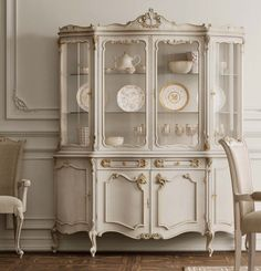 🇮🇹Made in Italy. Order NOW: 📞+971 58 808 45 25 superbiadomus@gmail.com Delivery worldwide✈️🌍 Classic Dining Room, China Cabinet, Delivery, Classy, Italy, Storage, How To Make, Furniture, Home Decor