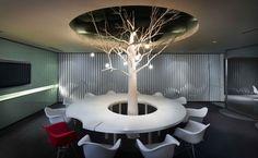 The Offices of Ogilvy & Mather, Kuala Lumpur - Office Snapshots - árbol con focos y plantas de luz