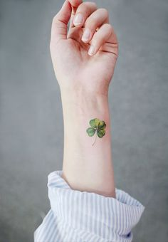 2020 Mini-Handgelenk-Tattoos Design-Ideen - Hey Frauen - 2020 Mini-Handgelenk-Tattoos Design-Ideen – Hey Frauen You are in the right place about 2020 Mini- - Mini Tattoos, Trendy Tattoos, Cute Tattoos, Leg Tattoos, Body Art Tattoos, Small Tattoos, Temporary Tattoos, Tatoos, Unique Tattoos For Women