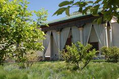 Dans le magnifique Jardin Secret de Marrakech. Marrakech, Le Palais, Parcs, Pergola, Outdoor Structures, Water Management, Outdoor Pergola
