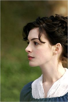 Anne Hathaway as Jane Austen in Becoming Jane. Love Anne Hathaway and the movie becoming Jane Jane Austen, Anne Jacqueline Hathaway, Becoming Jane, Poses References, Actrices Hollywood, Pride And Prejudice, Pretty People, Actors & Actresses, Portrait Photography