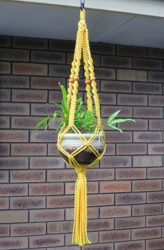 Retro Macrame Plant Hanger Macrame Wall Hanging Patterns, Macrame Hanging Planter, Macrame Plant Holder, Macrame Plant Hangers, Macrame Patterns, Wall Plant Hanger, Macrame Chairs, Macrame Design, Macrame Projects