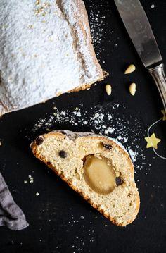 Christstollen Quarkstollen mit Marzipan, Pinienkernen und Schokolade von Zucker, Zimt und Liebe Foodblog Adventsgebäck Adventsrezept EDEKA Merry X-Nuts. German stollen recipe