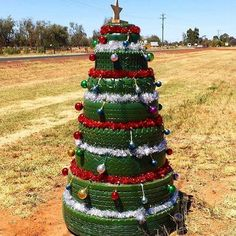 Christmas In Australia, Australian Christmas, Xmas Tree, Christmas Trees, Christmas And New Year, Recycling, Diy Projects, Holiday Decor, Human Mind