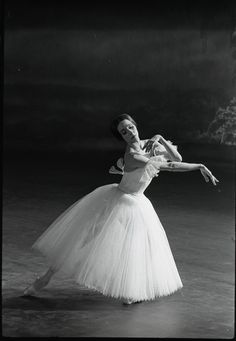 Natalia Bessmertnova as Giselle (c. 1975) / Photo © Leonid Zhdanov