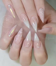 Nail art Christmas - the festive spirit on the nails. Over 70 creative ideas and tutorials - My Nails Natural Wedding Nails, Simple Wedding Nails, Wedding Nails Design, Cute Acrylic Nails, Cute Nails, My Nails, Long Nails, Ongles Beiges, Nagellack Trends