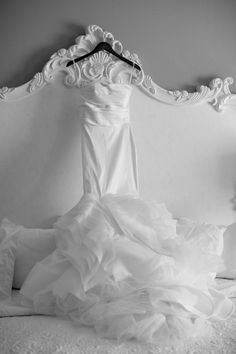 This gown is everything… Donna Von Bruening Photographer • Savannah, GA #wedding