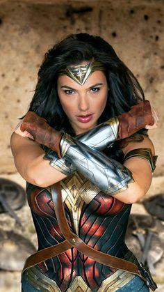 Gal Gadot as Wonder Woman in the Comic Con / SDCC 2016 edition of Entertainment Weekly Wonder Woman Cosplay, Wonder Woman Film, Gal Gadot Wonder Woman, Wonder Women, Female Superhero, Superhero Movies, Superhero Door, Superhero Cosplay, Marvel Dc Comics