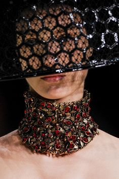 See every last detail from shoes and jewels, to bags and belts, from the Alexander McQueen Spring 2013 Ready-to-Wear show. Alexander Mcqueen, Fashion Accessories, Fashion Jewelry, Hand Accessories, Ruby Necklace, Collar Necklace, Fashion Details, Fashion Design, Bandeau