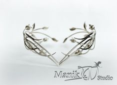 Galadriel Elven diadem Lady Silver  This jewelry product - a copy of the elven tiaras princess Galadriel, the Lady of the Golden Wood, of the famous film trilogy Lord of the Rings. Diadem can be carried from nickel silver or 925 sterling silver.  If you like this product, you can see a second diadem Galadriel in my store: https://www.etsy.com/ru/listing/512348175/galadriel-elven-diadem-golden-forest?ref=shop_home_active_1  If you like my Fantasy jewelry, wel...