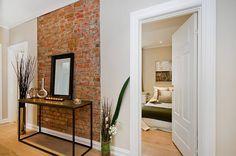 Manual completo com dicas para decorar gastando pouco Brick Interior, Interior Walls, Brick Wall, Wood Wall, My Room, Decoration, My House, Entryway Tables, Sweet Home