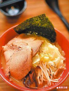 二郎拉麵 225元 以鮮甜豚骨湯為底,加了大量蔬菜。