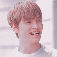 He Makes Me Smile, Make Me Smile, Woozi, Jeonghan, Choi Hansol, Seventeen Wonwoo, Korean American, Iconic Photos, Vernon