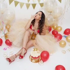 Life is to be celebrated! Why not do it with a Cake smash Photography by me Thirty Birthday, Golden Birthday, Birthday Cake Smash, 30th Birthday Parties, Girl Birthday, Birthday Tutu, 25th Birthday Ideas For Her, Birthday Nails, Cake Smash Photography