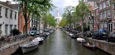 Las bonitas casas de Amsterdam que bordean los canales - http://www.absolut-amsterdam.com/las-bonitas-casas-de-amsterdam-que-bordean-los-canales/