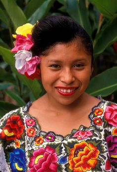 Princess Luna I'm 16 and know all the Seacrets. Quite friendly and trusting helpful to fault. Traditional Mexican Dress, Traditional Dresses, Beautiful Family, Big And Beautiful, Mexican Hairstyles, Latina, Traditional Hairstyle, Coloured People, Mexican Heritage