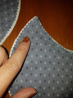 Sew a protective mask tutorial sewing 1 - ax-n-co Sewing Hacks, Sewing Tutorials, Sewing Projects, Sewing Patterns, Tutorial Sewing, Diy Mask, Diy Face Mask, Face Masks, Mouth Mask