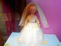 "Beautiful Vintage 1950's 20"" Vinyl Bride Doll , Veil"