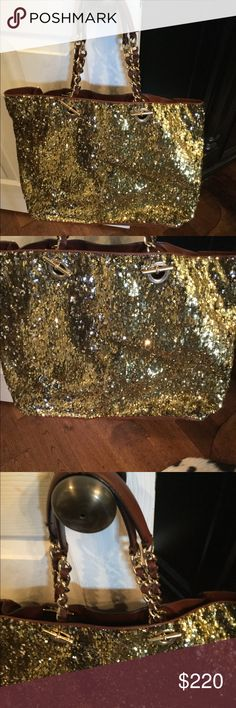 💕FLASH SALE💕 Dolce & Gabbana sequin gold tote 💕fFLASH SALE UNTIL 9 PM CST💕 Large Dolce & Gabbana sequin gold tote. Great condition. Leather and sequin Dolce & Gabbana Bags Totes