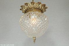 Klassieke plafonniere 26318 bij Van der Lans Antiek. Meer antieke lampen op www.lansantiek.com