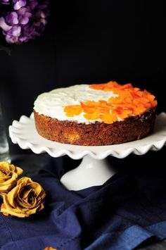 This is hands-down the best carrot cake recipe you will ever make. It's so incredibly moist and delicious that everyone will beg for. Moist Carrot Cakes, Best Carrot Cake, Chocolate Christmas Pudding, Cake Sans Gluten, Cake Recipes, Dessert Recipes, Dessert Food, Sweet Desserts, Vegan Recipes