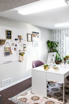 Office Organization to Make for a More Productive Day Business Office Decor, Cute Office Decor, Home Office, Office Ideas, Metal Storage Bins, Writing Offices, Productive Day, Office Organization, Home Remodeling