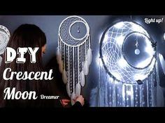 DIY Crescent Moon Dreamcatcher with Fairy Lights Tutorial - Bing video Moon Dreamcatcher, Crochet Dreamcatcher, Dreamcatcher Tutorial, Dreamcatchers Diy, Disney Diy Crafts, Easy Diy Crafts, Diy Dream Catcher Tutorial, Wool Wall Hanging, Wall Hangings