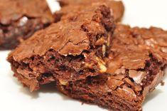 Receita de Brownie de Alfarroba com Biomassa de Banana Verde: uma deliciosa receita funcional de brownie de liquidificador sem glúten e sem lactose! Keto Brownies, Crock Pot Brownies, Gluten Free Brownies, Chocolate Brownies, Boxed Brownies, Coffee Brownies, Protein Brownies, Chocolate Chips, Blondie Brownies