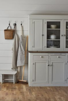 Super Ideas for farmhouse kitchen hutch makeover – farmhouse design Decor, Home Decor Kitchen, Diy Dining Room, Cabinet Styles, Farmhouse Decor, Cabinet, Home Decor, Farmhouse Cabinets, Trendy Farmhouse Kitchen