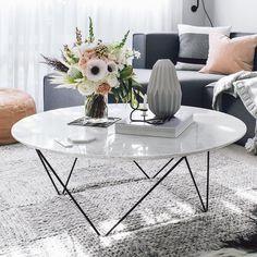 🙌🏻🙌🏻🙌🏻 No words for amazingness Home Living Room, Living Room Decor, Decorating Coffee Tables, Room Wall Decor, Living Room Inspiration, Interior Design, Grey Couches, Folding Stool, Home Decor
