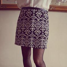 Salut les filoutes, ceci n'est pas un modèle Pro : c'est du home made donc de… Diy Shorts, Romper With Skirt, Couture Outfits, Skirt Tutorial, Couture Sewing, Mode Inspiration, Short Skirts, Diy Clothes, Diy Fashion