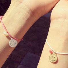 重ねづけにぴったり☆彡スマイル付きミサンガ♡ White Smile, Alex And Ani Charms, Creema, Bracelets, Pink, Handmade, Jewelry, Hand Made, Jewlery