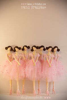 *BAILARINAS TILDAS*As Tildas são bonecas originalmente norueguesas. Elasse caracterizam principalmente pelas pernas compridas e finas, braços longo