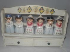 VINTAGE SPICE RACK WITH SHAKERS ~ DUTCH BOYS & GIRLS