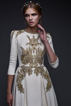 Heavy tweed fabric hand dyed 5 kt gold embroidered dress with gold chain neckline Haute Couture Dresses, Couture Fashion, Evening Dresses, Prom Dresses, Wedding Dresses, Modest Fashion, Fashion Outfits, Mode Inspiration, Beautiful Gowns