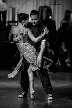 Tango dancers Chicho Frumboli & Juana Sepulveda @Milongueros all Aboard Tango festival 2016. Porto - Portugal #tango#tangoargentino Swing Dancing, Ballroom Dancing, Yoga Dance, Dance Poses, Burlesque, Baile Latino, Latino Dance, The Embrace, Slow Dance