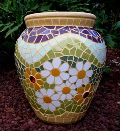 Pots of the Mosaic Persuasion Hair Color chocolate brown hair color Mosaic Planters, Mosaic Garden Art, Mosaic Vase, Mosaic Flower Pots, Mosaic Tiles, Mosaic Crafts, Mosaic Projects, Mosaic Artwork, Mosaic Pictures