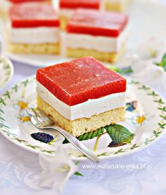 Sponge cake with strawberry mousse Strawberry Mousse, Strawberry Cakes, Polish Desserts, Recipes From Heaven, Sponge Cake, Protein Bars, Vanilla Cake, Sandwiches, Cheesecake