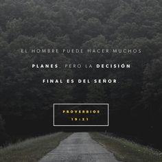 Escucha el consejo, y recibe la corrección, Para que seas sabio en tu vejez.  Muchos pensamientos hay en el corazón del hombre; Mas el consejo de Jehová permanecerá. null http://bible.com/149/pro.19.20-21.RVR1960
