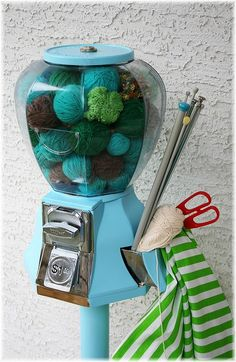 Gumball machine with yarn & knitting needles. This would be SO CUTE to do with scrap yarn for a decoration! Knitting Humor, Knitting Yarn, Knitting Projects, Knitting Patterns, Knitting Machine, Knitting Needles, Yarn Crafts, Diy Crafts, Yarn Storage