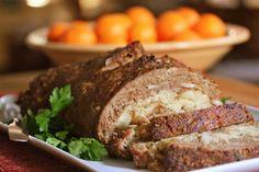 Мясной рулет с сыром. Фарш готовится из 700 грамм любого мяса без жира с добавлением полутора чайных ложек крахмала, чайной ложки муки, 2 яиц, соли, 100 мл воды и щепотки черного молотого перца. Вся масса пропускается через кухонный комбайн или мясорубку. Путем раскатывания из полученного фарша формируются...http://vk.com/dinnerday; http://instagram.com/dinnerday #мясной_рулет #кулинария #сыр #рецепт #dinnerday #food #cook #recipe #cheese #cookery #meatloaf