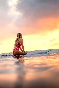 ✰All around the world, pretty girls✰ //Blondie     Beach Girl