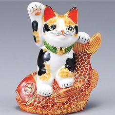 Japanese Maneki Neko Right hand Lucky cat Kutani ceramic Kutani http://www.amazon.com/dp/B00DKSNY7A/ref=cm_sw_r_pi_dp_8dQ1ub0PDX9PJ