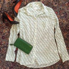 Gap White Printed Button Down So fresh and fun white button down top from Gap. This excellent used condition top is perfect with rolled jeans and pumps for a casual day out! Made of 100% cotton. GAP Tops Button Down Shirts