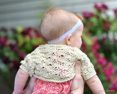 Free crochet pattern for this adorable shell shrug (customizable to ANY size!)