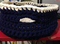 Cesto tejido a crochet con trapillo color azul marino